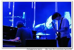 Thom Yorke and Johnny Radiohead Charlotte 0509 (19) (hyphen1982) Tags: charlotte live thomyorke radiohead jonnygreenwood colingreenwood philselway edobrien inrainbows