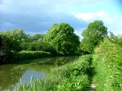 2004-05-30-024 Kennett & Avon Canal Stormy sky near Little Bedwyn (Martin-James) Tags: england 2004 beautiful rural countryside canal earth hungerford wiltshire marlborough ka riverview kennetandavoncanal thamesview blueribbonwinner 1mb martinjames bedwyn ysplix theperfectphotographer scenicsnotjustlandscapes guasdivinas skiesbyjim skiesbymartinjames jimsskies thamesideview