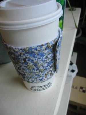 coffee sleeve 2 in use