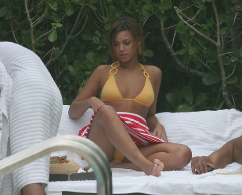 Beyonce Knowles bikini photo