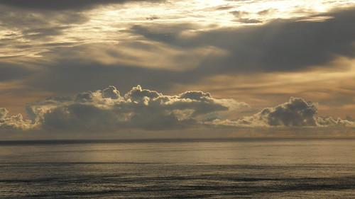 66.陽光染黃了整個海面 (3)