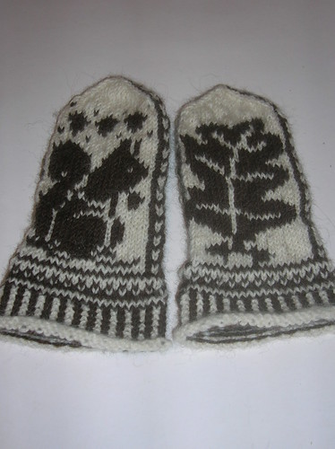 Squirrel & Oak Mittens