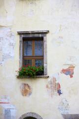 Tempi. (Doubter toad) Tags: muro clock window wall del reflex garda riva images finestra orologio riflesso immagini