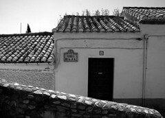 Granada (brigadistak) Tags: bw calle bn granada carrer biancoenero blancinegre gfb