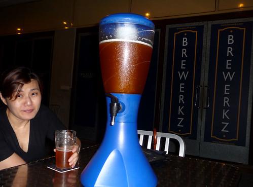 Singapore Dec '08 - Winnie at Brewerkz