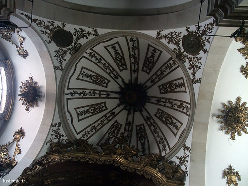 Cúpula por cima do coro da igreja