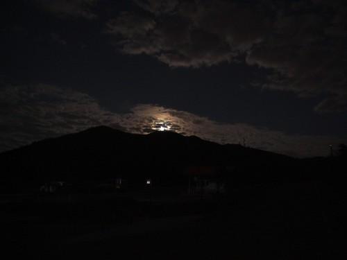 你拍攝的 54山頭上的月亮。
