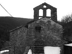 Entrada (foncer) Tags: bw casio entrada 2009 esglèsia escales cementiri prineus foncer fornellsdelamuntanya