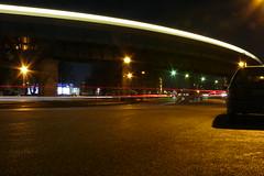 Mit der U-Bahn zur Oberbaumbrcke (urbanartcore.eu) Tags: berlin night kreuzberg dark lights nacht ubahn autos verkehr friedrichshain lichter xberg