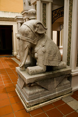 Stone Elephant (BorisJ Photography) Tags: city sculpture elephant statue stone hotel big singapore asia entrance figure elephants 2008 singapur bigcity fisbob borisjusseit thelioncity stonecharacture