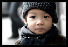 VIETNAM - CUTE KID on the Streets of Hanoi ! :o) (Sebastien LABAN) Tags: street pink vacation sun holiday color cute girl face fog hair fun thailand lights kid shoes little cutie vietnam viet phuket hanoi 2008 along halong nam buidling thailande pucket