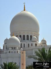 Sheikh Zayed Mosque Abu Dhabi (Aamir Jaffar) Tags: windows moon white architecture clouds pray tomb mosque emirates abudhabi minar islamic sheikhzayed grandmosque beautyfull bigest paparu halcrow royalvarez