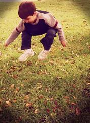 Adrin (MeLHidalgo) Tags: boy cute vintage kid jumping child venezuela adorable bodylanguage merida saltando nio cuchi venezolano havingfun mrida muchachito saltar chamito cachetestostaos plazamilla
