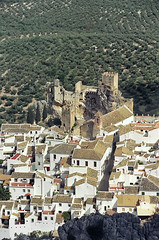ZUHEROS (CRDOBA) (castillerozaldvar) Tags: espaa castles andaluca spain roofs cannon crdoba campos tejados castillos olivares pueblosblancos almenas zuheros alandalus cannoneos anawesomeshot castillerozaldivar castillodezuheros