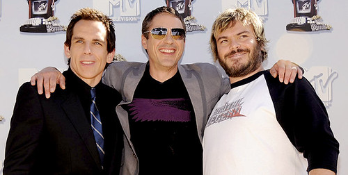 Robert Downey Jr., Jack Black y Ben Stiller abrazados