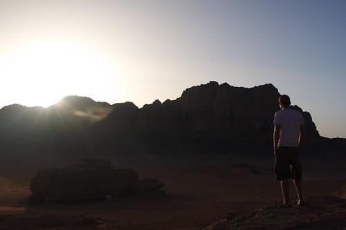 Horft á sólsetur í Wadi Rum