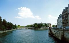 Pointe de l'Ile Saint-Louis (Gijlmar) Tags: paris france film frankreich europa europe pentax k1000 frana