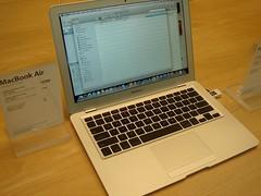 Mac Book Air ตัวบาง ราคาถูกกว่าบ้านเรา