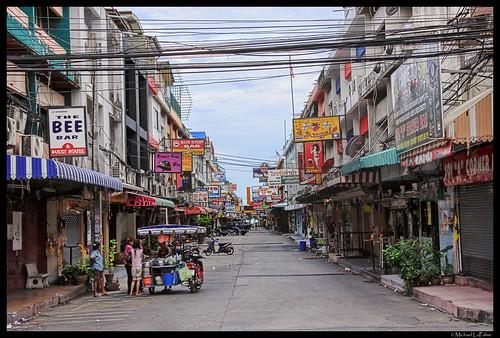 Паттайя - торговые улочки заполненные продавцами.