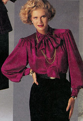 Red__blouse100 (tuxedoDE) Tags: blouse tieneck