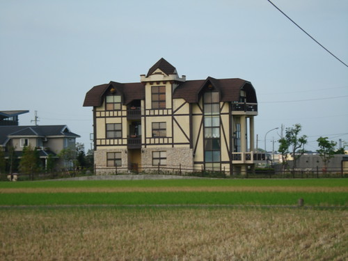 其實還滿多這種有特色的別墅