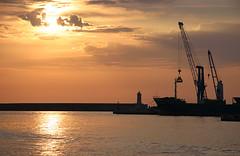 Il porto di sera (patrizia.lungonelli) Tags: harbour porto livorno canoneos300d fiveflickrfavs veterinarifotografi