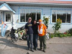 Oppie , Holandes como Harry, amigo de Roger de Kitwanga, nos invito a almorzar  en su cafe , todos adentro eran holandeses