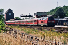 analog: RE 12 in Mechernich am 02.07.2006 (bahnmeisterei) Tags: analog germany minolta eisenbahn railway db re geo geotag tb bundesbahn regionalexpress getagged regionalbahn