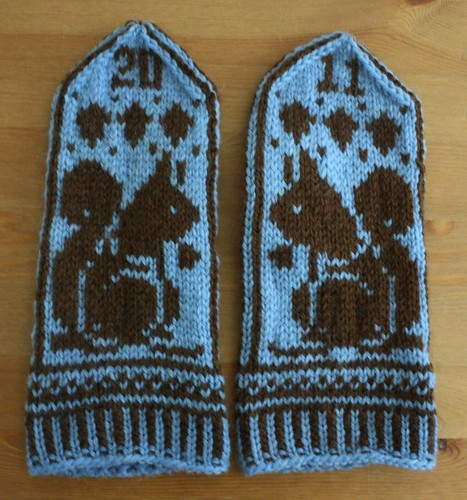 Squirrel Mitts, Facing