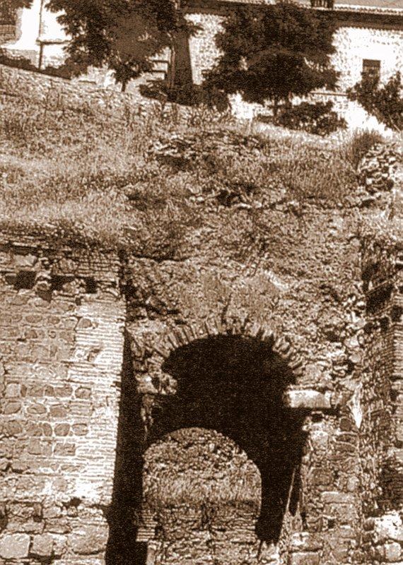 Puerta de Alcántara antes de la restauración