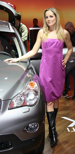 Model in strictly lilac dress