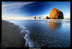 Cannon Beach - Breaking the wave (Arnold Pouteau's) Tags: sea oregon sunrise coast pacific cannonbeach haystackrock shores goldstaraward clevercreativecaptures artinoneshot