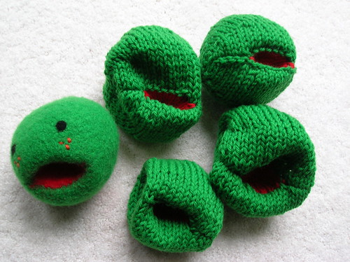 Little Pea toy with unfelted peas