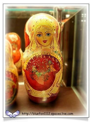 080515明星咖啡館04_櫥窗裡的俄羅斯娃娃