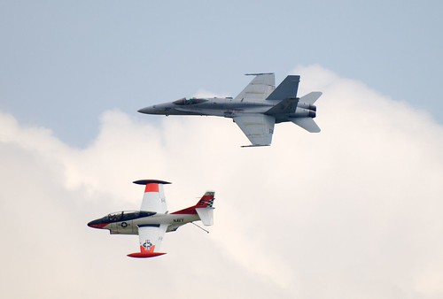 Airplane picture - Navy Legacy Flight - F/A-18C Hornet and T-2 Buckeye