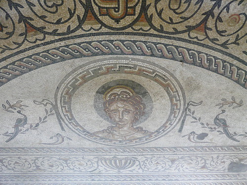 Roman mosaic at Bignor villa - flckr - tristanf