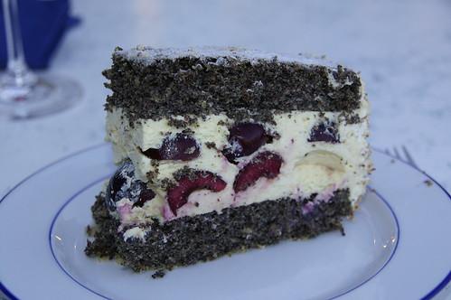 Mohntorte mit Vanillecreme-Kirschfüllung | Poppyseed Cake with Cherry-Vanilla filling