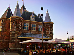 Amsterdam, Holland 079 - In the Waag Restaurant at sunset (Claudio.Ar) Tags: city sunset people holland color history netherlands amsterdam atardecer europa europe gente sony ciudad historic holanda dsc historia h9 historico blueribbonwinner cruzadas aplusphoto theperfectphotographer worldtrekker claudioar claudiomufarrege