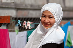 Sweet smile (2121studio) Tags: nature girl smile nikon sweet muslim d70s hijab muslimah ali malaysia indah kuantan merdeka nationalartgallery senyum alam kualaterengganu lukisan solehah 2121studio balaisenilukisnegara humanpeople kuantanphotographer pahangphotographer bsln ciptaanallahswt rantaubudayawajahjatimalaysia malaysiantrueportraits wanjalwati jemurkain pemandanganscenery