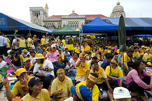 Protesters eating and protesting in front of Government House, Bangkok