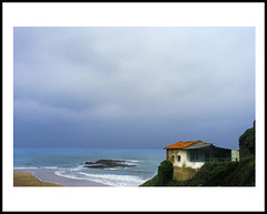 la ora (jandro llaneza) Tags: azul mar casa playa paisaje cielo turismo gijon olas acantilado xixon espuma chabola laora