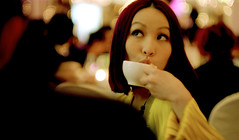 coffee (n d c) Tags: people girl hongkong digitalcamera removedfrommmountgroupfortags platinumphoto leicam8summilux50mmf14