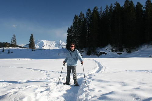 Snowshoe Walking (by niklausberger)