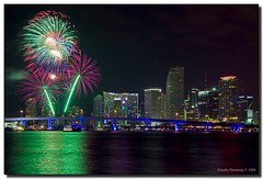 Happy New Year 2009, Miami! (Fraggle Red) Tags: longexposure night downtown raw florida fireworks miami welcome soe biscaynebay watsonisland adobelightroom canonefs1785mmf456isusm abigfave shieldofexcellence platinumphoto anawesomeshot miamidadeco betterthangood goldstaraward newyear2009 portblvdbridge