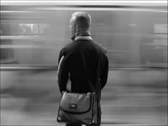 Le métro arrive (escailler arthur) Tags: light bw paris france art statue seine speed bag de photography la photo noir tour lumière femme métro sac jardin eiffel promenade et parc quai chaise olivier homme ratp vitesse sacoche parisien promener oliviervancayzeele vancayzeele