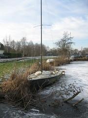 Vastgevroren (Freddiano) Tags: winter ice netherlands boot boat utrecht iceskating skating nederland mast ijs schaatsen zeilboot toertocht tocht vreeland schaatstocht vechtseplassentocht