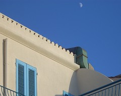 deep blue sky (little-prince [ ... crunched ;-) ]) Tags: blue roof sky italy white house window casa tetto blu deep explore finestra cielo bianca mezzaluna halfmoon doni azzurra profondo littlegift deepblueskyofitaly