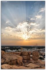 اشعاعات ضوئية (A.Alwosaibie) Tags: sky nikon شمس d60 sigma1020mm صورة تصوير سماء غيوم جبل أشعة ضوء قرية ضوئية القارة اشعاعات