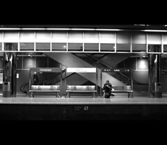 en la estación (Bous Castela) Tags: blancoynegro canon asturias bancos estacion tres soledad oviedo escaleras pilares ltytr2 ltytr1 ltytr3 ltytr4 llamaquique canonpowershot750 bouscastela