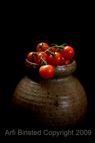 tomatoes-dark bg-200-1 f1.4 by ab-09